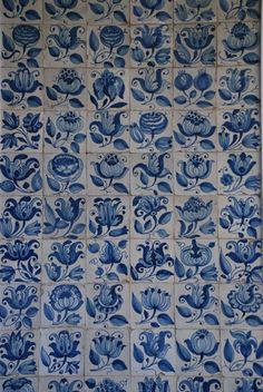 Porto 9377 Waterline Pool Tile, Pottery Handbuilding, Portuguese Tiles, Blue Pottery, Blue And White China, China Painting, Tile Art, Delft, Tile Patterns