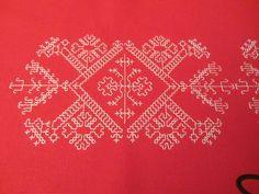 Caterina de Medici di Ivana (1) Kasuti Embroidery, Embroidery Designs, Expo 2020, Beautiful Rangoli Designs, Blackwork, Needlework, Delicate, Tapestry, Crochet