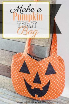Free Pumpkin Treat Bag Sewing Pattern for fall sewing - Sewing with Scraps Halloween Quilts, Sac Halloween, Halloween Stoff, Halloween Taschen, Bonbon Halloween, Halloween Fabric Crafts, Halloween Sewing Projects, Halloween Treat Bags, Sewing Projects For Kids