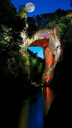 Natural Bridge, Blue Ridge Mountains, Virginia wonders of the world) It is beautiful! There is a cool wax museum there & caverns to visit too. All Nature, Amazing Nature, Nature Images, Nature Photos, Places To Travel, Places To See, Beautiful World, Beautiful Places, Beautiful Moon