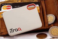 iTraq – Kreditkartengroßes Tracking-Gerät mit innovativer Zellulartechnik  iTraq wird mit einer SIM-Karte und einer Antenne betrieben. Kein GPS oder Bluetooth. Batterie soll bis zu 3 Jahren laufen.
