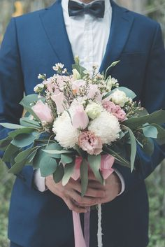 Soft pink and white bridal bouquet for an ocean-themed wedding // Lone Pine Hotel's coastal location was ideal for the two avid divers we're featuring on the blog today. Even the little details of Vic and Jane's wedding looked to the sea, combining modern bohemian elements with seashells, anchors, and shades of cerulean in an unplugged ceremony captured by Catking Photography.