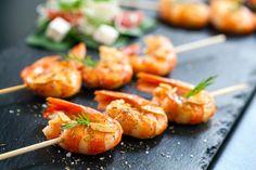 Si ce n'est pas déjà fait, sortez votre barbecue et préparez-vous une de ces délicieuses brochettes de crevettes sur le grill…  C'est simple et vous pouvez compléter ça avec une salade fraîche