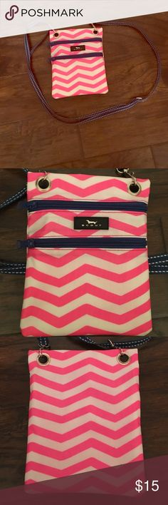 Scout Crossbody Used but in good condition scout pink and white chevron with blue straps Crossbody! Perfect everyday bag it's even waterproof! Very practical!! Great for vacations! Scout Bags Crossbody Bags