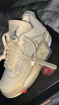 Dr Shoes, Cute Nike Shoes, Swag Shoes, Cute Nikes, Cute Sneakers, Nike Air Shoes, Hype Shoes, Winter Sneakers, Bling Shoes