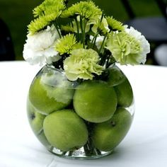 in love with the small things: DIY green apple centerpiece - i would use red app. in love with the small things: DIY green apple centerpiece - i wou Apple Centerpieces, Wedding Centerpieces, Centrepieces, Small Centerpieces, Lime Centerpiece, Travel Centerpieces, Pineapple Centerpiece, Deco Floral, Floral Design