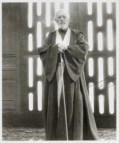 Alec Guinness in Star Wars Star Wars Pictures, Star Wars Images, The Force Star Wars, Alec Guinness, Go To The Cinema, Scene Photo, Geek Culture, Star Wars Art, For Stars