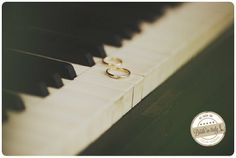 A pair of classic wedding bands photographed upon a piano... love it. Ph: Stefano Santucci http://www.brideinitaly.com/2014/02/santucci-inverno.html