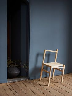 St Pauls blue, light wood and the Ypperlig lamp is a fab combination. Blue Grey Walls, Blue Bedroom Walls, Bedroom Wall Colors, Room Colors, St Pauls Blue, Cheap Furniture, Home Furniture, Furniture Online, Modern Furniture