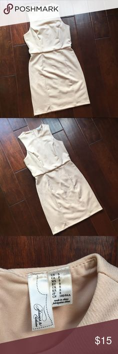 """FOREVER 21 textured blush dress Size small. Worn once. 32.5"""" long. Fitted but not tight. Forever 21 Dresses"""