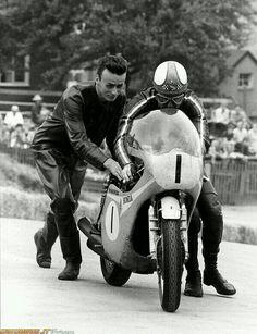 Clasp Garage: Mike Hailwood and the Honda Classic Honda Motorcycles, Racing Motorcycles, Vintage Motorcycles, Classic Motorcycle, Gp Moto, Motorcycle Racers, Motorcycle Design, Drag Bike, Cars Motorcycles