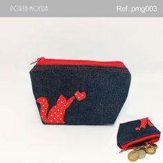 . Porta-moedas com aplique gatinho  Descrição:  Largura: 13 cm Profundidade: 4 cm Altura: 8,5 cm Peso: 30g Ref.: pmg003 Valor: R$ 5,90(1x…