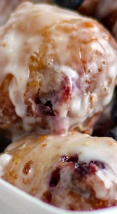 Blueberry Lemon Fritters are fried to golden perfection, dipped in a tart but sweet lemon glaze! Just Desserts, Delicious Desserts, Dessert Recipes, Yummy Food, Apple Fritters, Apple Fritter Cake, Apple Fritter Recipes, Blueberry Recipes, Blueberry Fritters Recipe