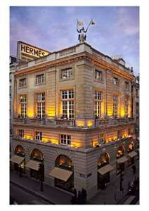 Flagship Hermès; rue de Faubourg St. Honoré And cafe sale player for lunch or dinner in the symphony hall