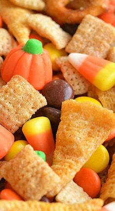 This Halloween harvest hash Chex mix is the PERFECT combination of sweet and salty. It tastes soooo good! It's great for Thanksgiving or a Halloween party! Thanksgiving Recipes, Fall Recipes, Holiday Recipes, Fall Snacks, Holiday Snacks, Snack Mix Recipes, Cooking Recipes, Trail Mix Recipes, Snack Mixes