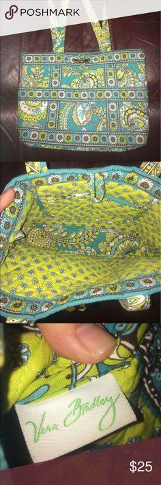 CLOSET CLEAROUT Vera Bradley handbag  Vera Bradley handbag  like new condition Vera Bradley Bags Shoulder Bags
