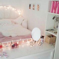 Imagen vía We Heart It #bedroom #decor #decoration #inspiration #light #lighting #pink