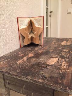 """MeinBeitrag zum Thema """"Bücher falten oder aus Büchern basteln"""" wird sehr oft angeklickt (das freut mich). Deshalb habe ich noch einen Stern gefaltet (und weil den jemand gerne haben wo…"""
