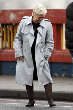 "Judi Dench Photo - Judi Dench On The Set Of ""Skyfall"" New James Bond, Maggie Smith, Judi Dench, Advanced Style, Skyfall, Video Film, Best Actress, Girl Crushes, Looks Great"