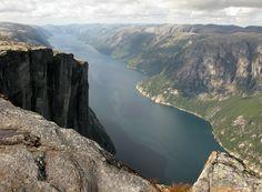 Noruega (Lysefjord + púlpito de roca Preikestolen)