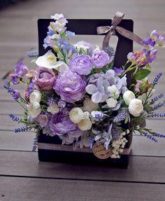 Pin by renren on 花束 Arte Floral, Deco Floral, Beautiful Flower Arrangements, Pretty Flowers, Floral Arrangements, Flower Box Gift, Flower Boxes, Ikebana, Grass Flower