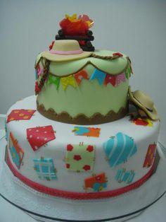 Bolo delicado e colorido para festas caipiras.