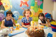 Vestido festa Galinha Pintadinha para aniversário de meninas. Este e outros modelos de roupas para festas infantil estão no site http://www.eroupasdebebe.com/galinha-pintadinha-para-festa