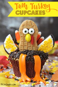 Tom Turkey Cupcakes - The cutest Thanksgiving dessert that will grace the table this year! These cupcakes make great projects for the classroom or at home! Cute Thanksgiving Desserts, Thanksgiving Celebration, Thanksgiving Traditions, Fall Desserts, Thanksgiving Decorations, Holiday Treats, Holiday Fun, Holiday Recipes, Holiday Cakes