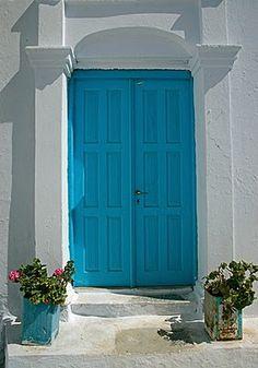 Light Blue Door and Geraniums Turquoise Door, Aqua Door, Door Images, Dark Interiors, Trendy Home, Blue Walls, Geraniums, Ciel, Windows And Doors