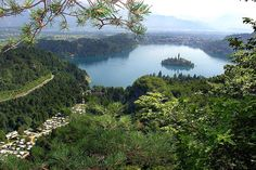 De 6 mooiste & leukste campings van Slovenië - Travel tips - Travel tour - travel ideas Camping World, Van Camping, Bled Slovenia, Lake Bled, Camping Organization, Going On Holiday, Travel Tours, Stay The Night, Holiday Destinations