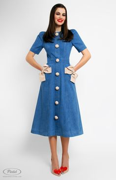 Slim-fit denim dress decorated with cotton ribbon. Round neck. Short tucked sleeves. Side pockets decorated with fixed designer handmade bows. Back zip closure. On the photo: model is wearing a size S and is 176 cm.