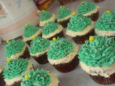 Love these Christmas Tree Cupcakes by @Khandra Henderson! #wiltonchristmas #shareyourcreativity #wiltoncookieelf