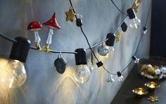 SVARTRÅ led-lichtsnoer met 12 lampjes | IKEA IKEAnl IKEAnederland decoratie kerst feestdagen inspiratie wooninspiratie interieur wooninterieur woonkamer kamer accessoires
