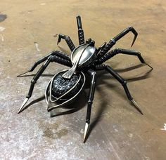 Spider Pictures, Cutlery Art, Wolf Spider, Recycled Silverware, Vintage Door Knobs, Metal Art Projects, Bug Art, Metal Art Sculpture, Scrap Metal Art