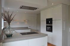 Hoogglans wit keuken gespoten by Frederiks Interieur