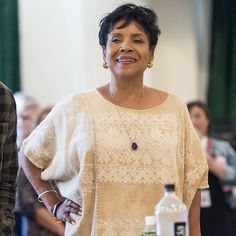 "Gefällt 700 Mal, 21 Kommentare - Phylicia Rashad Fanpage (@phylicia_rashadfanpage) auf Instagram: ""#flashforwardfriday #fridaynews Rehearsals for @octarell_again play Head of Passes are underway at…"""