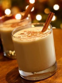 Almased Holiday Nog 1 serving provides 302 calories, 38 g protein, 35 g carbs, and 2 carb units Chai Recipe, Eggnog Recipe, Latte Recipe, Almased Recipes, Spiked Eggnog, Cinnamon Health Benefits, Holiday Cocktails, Christmas Drinks, Christmas Desserts