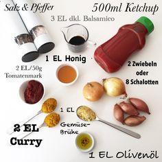 Currysoße zu Bratwurst.. Die Zwiebeln in kleine Würfel schneiden und in dem Olivenöl glasig andünsten. Tomatenmark zugeben und kurz mit den Zwiebeln aufkochen. Mit 100ml Wasser ablöschen. Ketchup, Essig, Honig zugeben und langsam 3 Minuten köcheln. Mit 1 EL Gemüsebrühe und 2 EL Curry abschmecken. Gegebenenfalls Wasser hinzufügen, bis die gewünschte Konsistenz erreicht ist. Salzen/pfeffern ..wer es scharf mag.. mit scharfen Paprika bzw. Chili würzen.