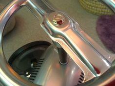 Detalle volante correpasillos vintage en cyckids.com Can Opener, Vintage Cars, Racing Wheel, Classic Cars, Retro Cars
