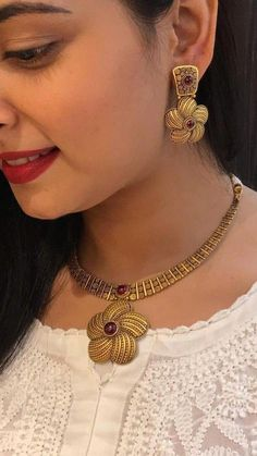 Handmade jewellery and accessories #Southindianjewellerynecklaceset