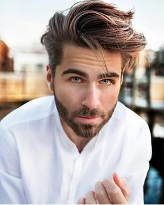 Fantastic styles of mens haircuts to sport in There are so many hairstyles ideas for male right now. See here the best options of men's hairstyles to wear in Mens Hairstyles 2018, Cool Mens Haircuts, Cool Hairstyles For Men, Hairstyles Haircuts, Moustaches, Gents Hair Style, Medium Hair Styles, Long Hair Styles, Wavy Hair Men