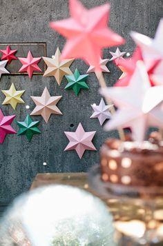 3D Bright Paper Stars DIY