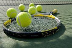 Moderne Technologien wie Künstliche Intelligenz, Machine Learning oder Robotics sind aus dem Bereich des Sports wie dem Tennis nicht mehr wegzudenken. Sie werden auch zukünftig maßgeblich beeinflussen, wie die sportlichen Ereignisse und Berichte vonstatten gehen. Ebenso die Spieler profitieren davon, denn Technologien können ihre Performance verbessern. #Sport Pro Tennis, Tennis Tips, Tennis Clubs, Tennis Players, Tennis Racket, Indoor Tennis, How To Play Tennis, Things That Bounce, Tennis Online