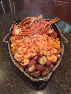Good food, Let's eat. Seafood Dishes, Seafood Recipes, Cooking Recipes, Healthy Recipes, Seafood Boil, Sauce Recipes, Comida Boricua, Food Porn, Comida Latina