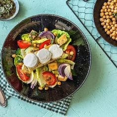 Who's stuck for ideas for tonight's dinner? I'm going to be making this Fattoush Salad from @hellofreshuk 💥 How fresh & delicious does it look!? 😋