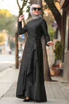 Abaya Fashion, Cardigan Fashion, Women's Fashion Dresses, Dress Outfits, Simple Dresses, Casual Dresses, Black Hijab, Hijab Style Dress, Muslim Women Fashion