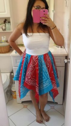 Bandana dress no instructions but I think i could make it. Bandana Quilt, Bandana Dress, Simple Outfits, Kids Outfits, Cute Outfits, Sewing For Kids, Free Sewing, Bandana Crafts, How To Make Clothes