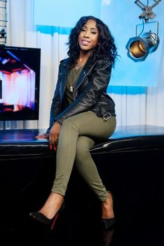 sevynn streeter | Sevyn Streeter punctuated an olive getup with a black leather jacket ...