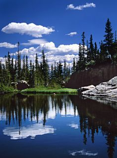 Stunning blue lake in Rocky Mountain National Park, Colorado