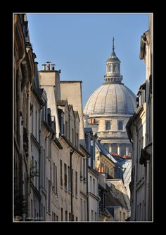 Paris - Pantheon ... our B only a few blocks away